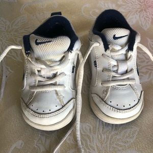 Nike's baby sneakers size 4CW